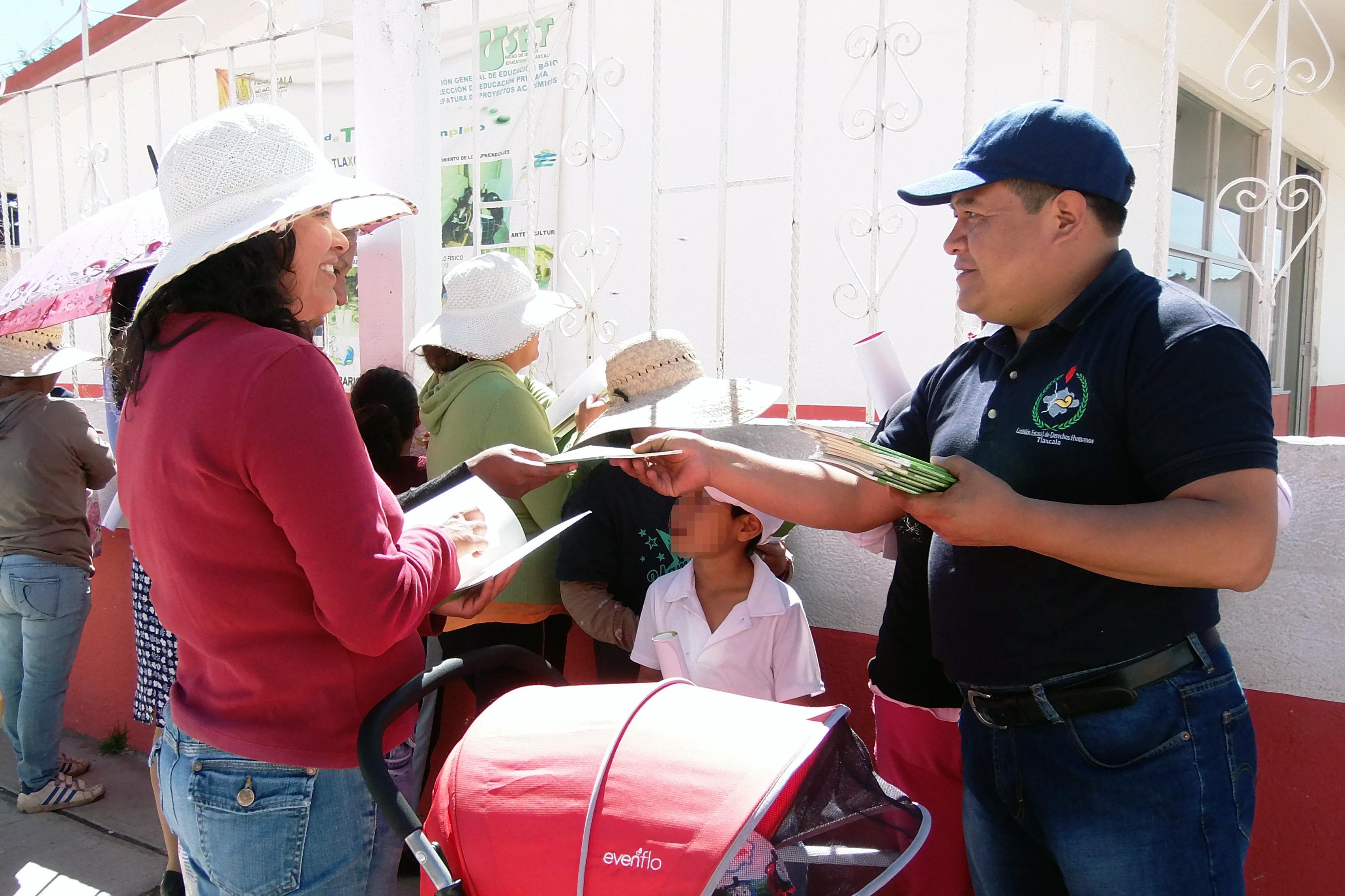 Visita Ombudsmovil la escuela Fray Julián Garcés de Cuapiaxtla