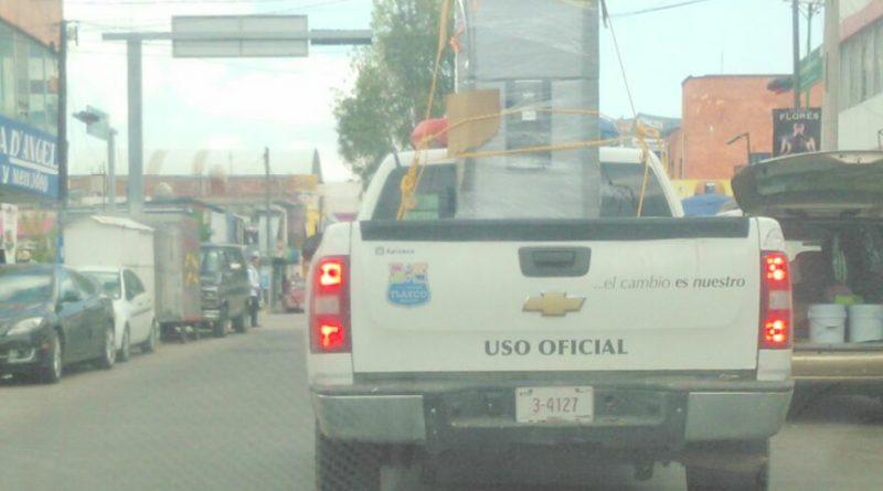 Usan vehículo oficial para reparto