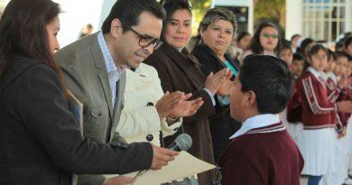 Supervisa MCH rehabilitación de escuela dañada por sismo en Axocomanitla