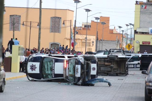 Fallida recuperación de alcaldía de Ixtenco, hay heridos y patrullas vandalizadas