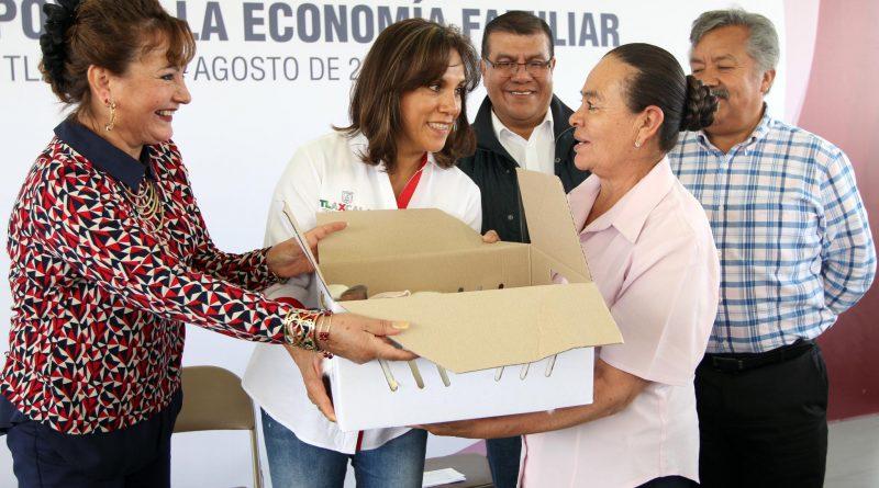 Entrega Sandra Chávez 735 paquetes de especies menores a familias tlaxcaltecas