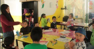 Imparte comuna capitalina taller de dibujo y pintura