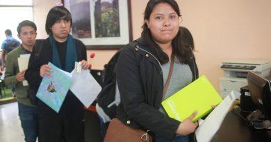 Inicia gobierno del estado entrega de becas y tabletas a los mejores mil