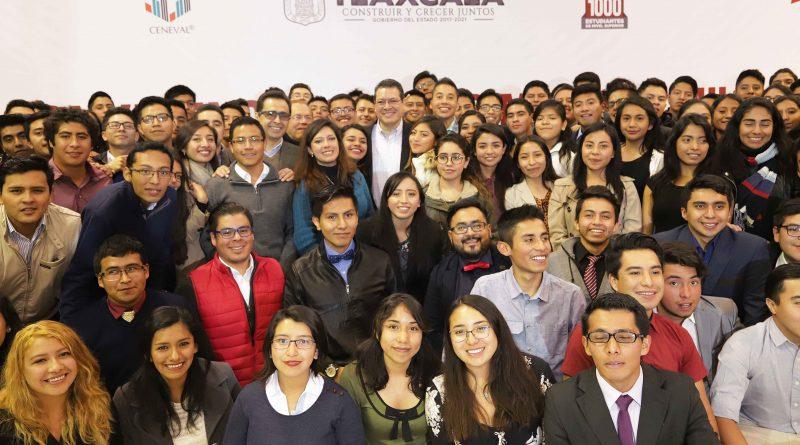 Marco Mena convive con los Mejores Mil Estudiantes de Tlaxcala