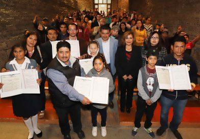 Entrega registro civil actas de nacimiento de doble nacionalidad a 59 infantes
