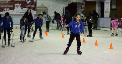 Invita gobierno del estado a celebrar la temporada navideña en pista de hielo