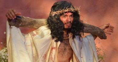 "Aplauden cientos de familias capitalinas obra ""Réquiem para Jesús Crucificado"""