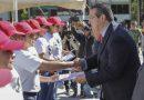 Marco Mena encabeza entrega de cartillas del SMN
