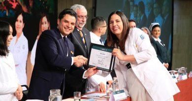 IMSS establece compromisos para aumentar número de médicos  especialistas y que residentes laboren en mejores condiciones