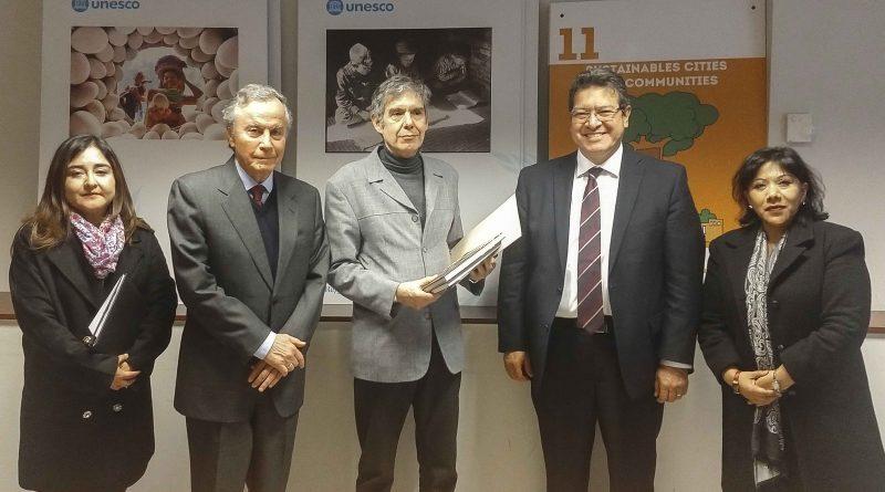 Marco Mena entrega a UNESCO expediente del conjunto conventual San Francisco