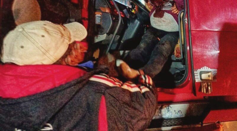 Balean y abandonan a trailero en Tequexquitla