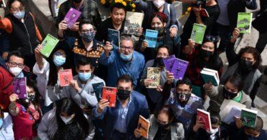 El fondo de Cultura Económica e ITC entregaron la colección de libros «21 para el 21»
