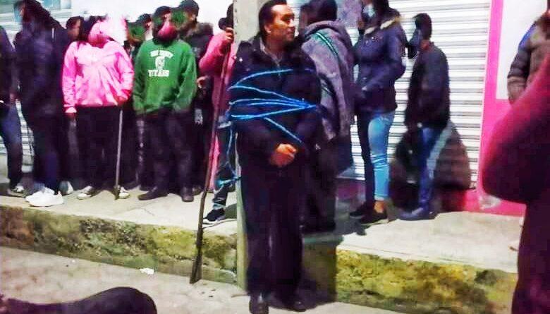 Amarran a un poste al Director de Seguridad de Tlaltelulco